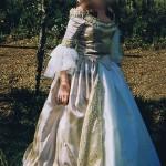 photo robe dorée de couture d'histoire elisabeth nicvert
